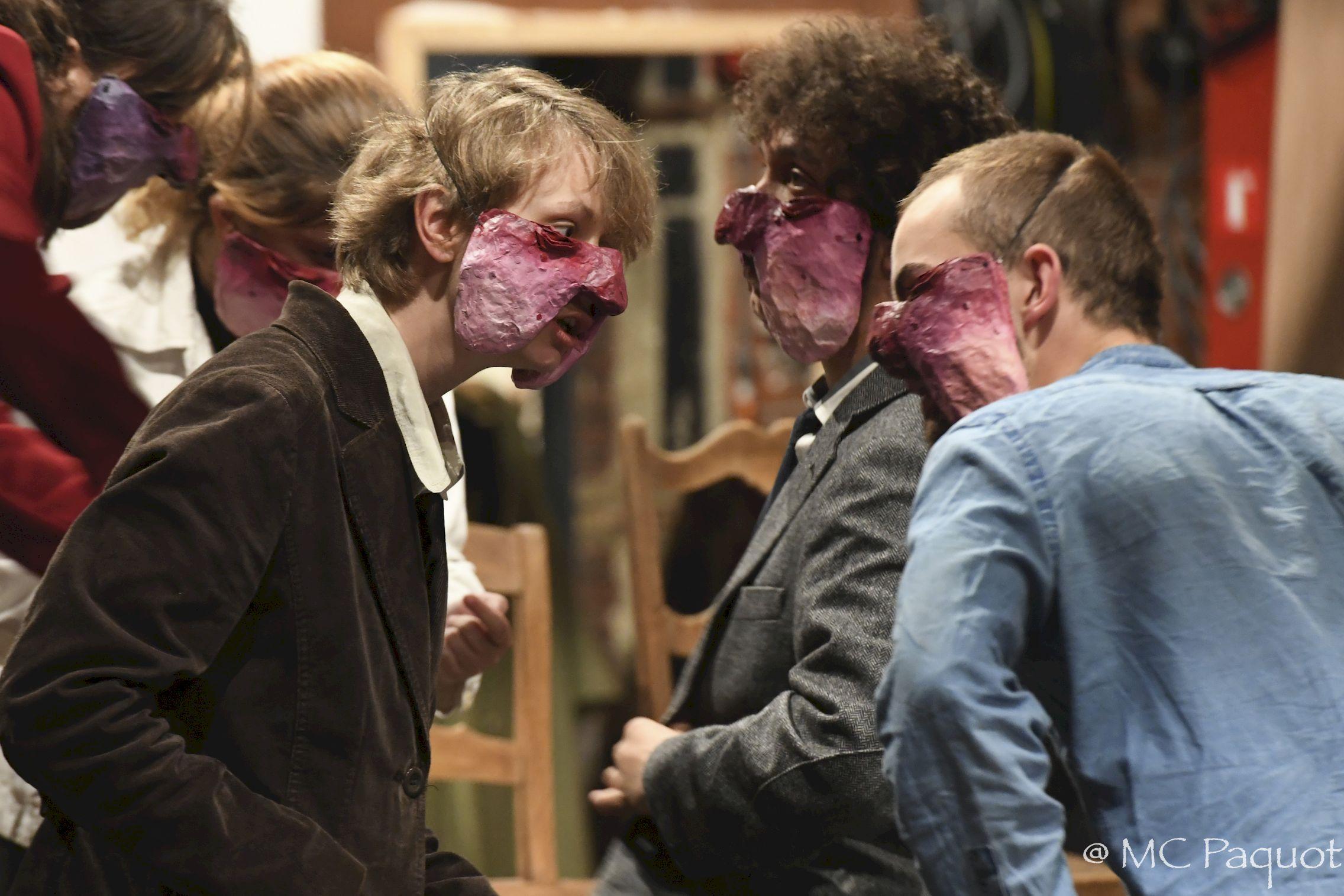 Tribunal - masque Mathilde Collard